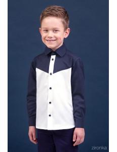 Сорочка белого цвета в контрасте с синим